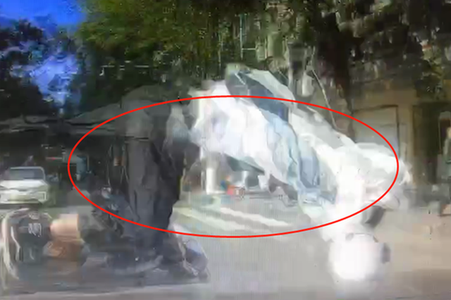 抚州发生一交通事故 摩托车驾驶人在空中翻转了三圈…