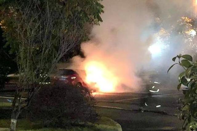 玉山高铁南站停车场一辆汽车自燃 原因正在调查