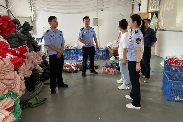 九江警方搗毀一(yi)制假窩點 查(cha)獲假冒品牌服裝2100余件