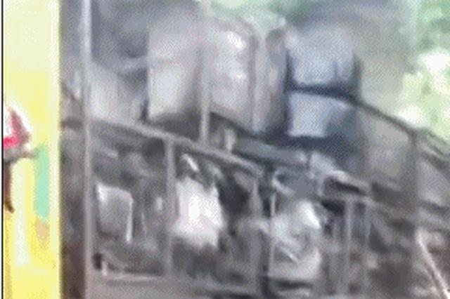 吉安一辆村镇公交车侧翻致40人受伤 暂无生命危险