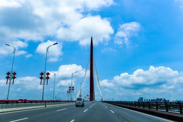 南昌英雄大桥半封闭施工至本月底 保留两股车道通行