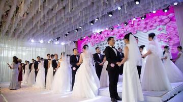 江西省百名新人相聚宜春花博园参加集体婚礼