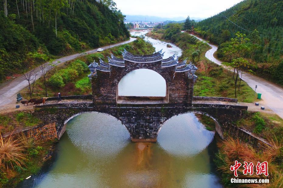江西龙南县明代太平桥 造型奇特