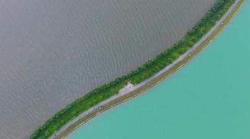 航拍南昌瑶湖双色景观