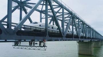 """鄱阳湖上的桥梁""""守护者"""""""