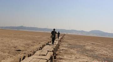 鄱阳湖:湖底600年古桥露真容