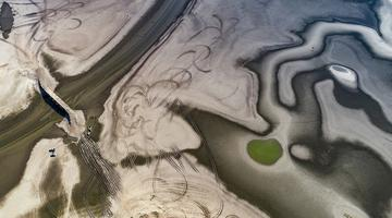 鄱阳湖湖滩裸露美如画