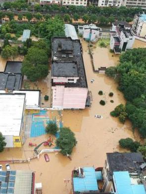 航拍江西崇义县城区积水严重