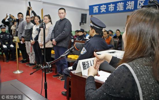 ▲2018年12月5日,聋哑人强迫多人乞讨被西安莲湖区法院起诉。图/视觉中国