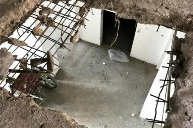 市民家中天花板被上层住户开洞 对方强占楼顶(图)