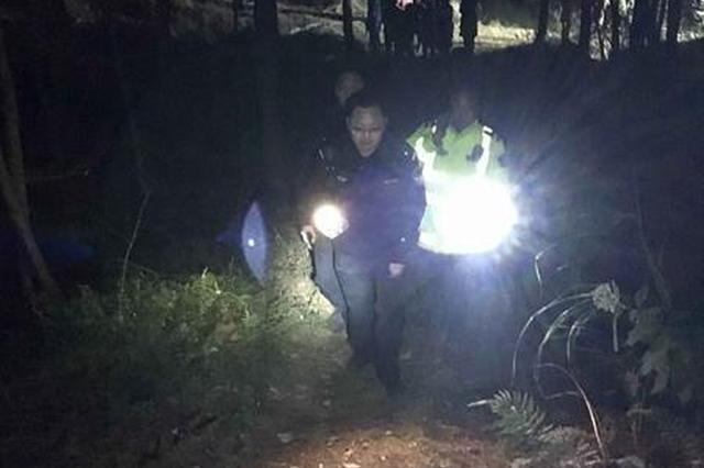 村民怀疑失踪男童落水 花5小时抽干堰塘找人