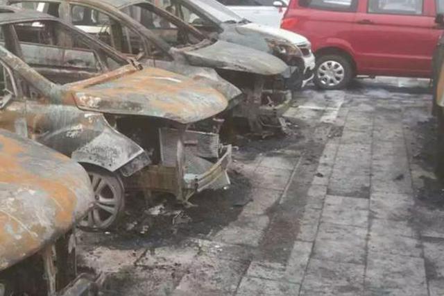 抚州男子泄私愤 烧毁8辆价值50万的新车(图)