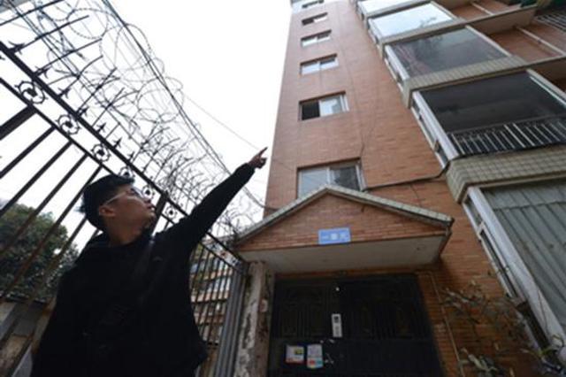 小伙爬墙救人被误传入室行窃 警方及社区为其正名