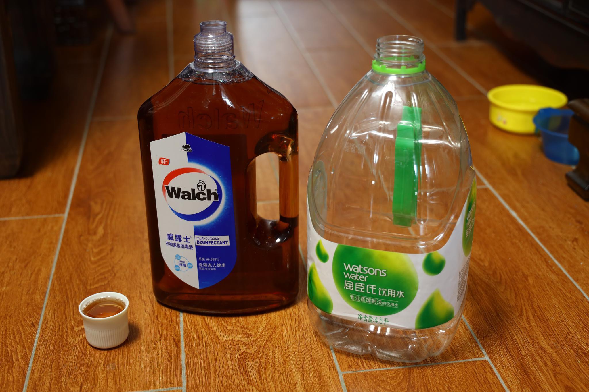 家里没有滴露,用威露士配消毒液。