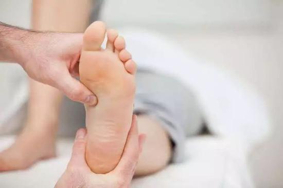 跑步脚跟钻心痛 原来都是足底筋膜炎惹的祸