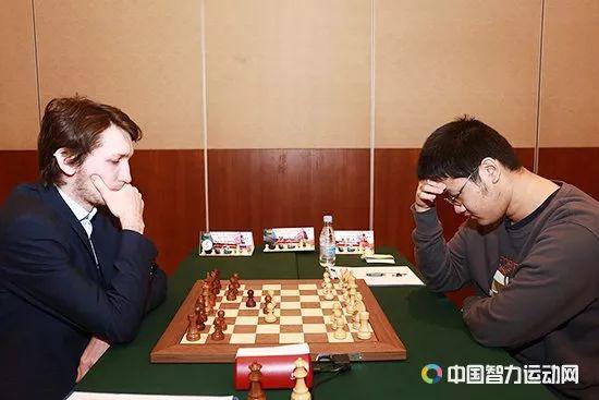 戴常人弈和俄罗斯棋手奥帕林
