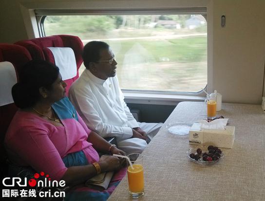 斯里兰卡总统及夫人(图片来自:国际在线)