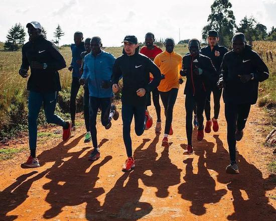 退出了100多个跑步群:低质量社交不如高质量独处
