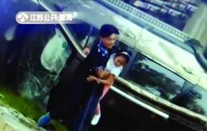路人拍摄的小邵救人画面视频截图