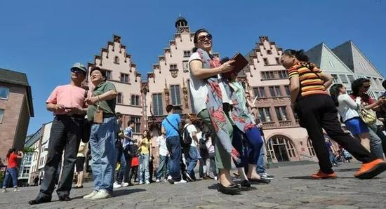 ▲在法兰克福游玩的中国游客