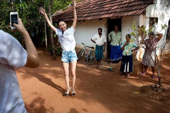 ▲斯里兰卡为了向中国游客进行宣传,邀请中国赛区的环球小姐去训练。