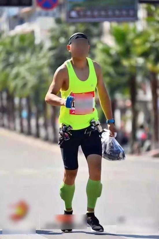 当然行为一个参与马拉松的跑者,对于这些走为或者事情也有客不都雅的认知和不都雅点。
