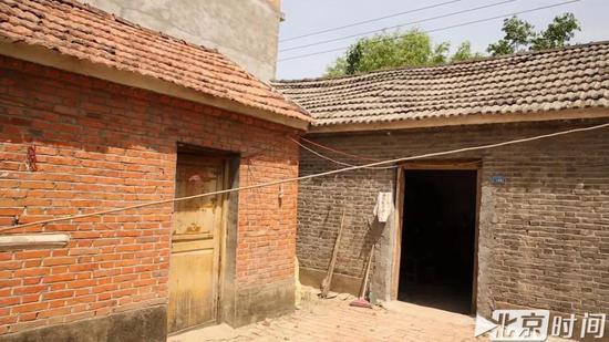 周继坤入狱前的房子,当年在村里这种红砖瓦房算是不错的房子 图/北京时间 贺世茂