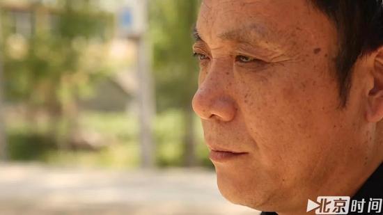 出狱后的周继坤时常愣神 图/北京时间 贺世茂