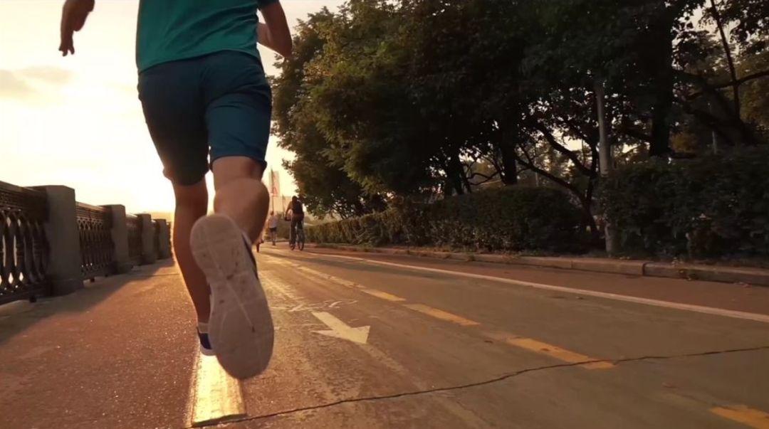 那些跑马拉松的中年人 能靠跑步