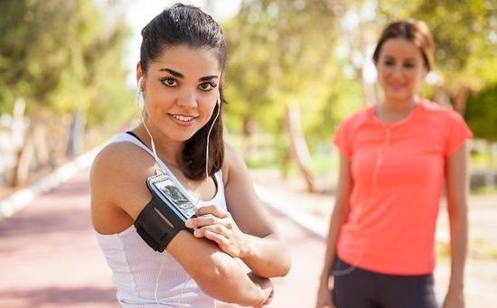 跑马拉松,望你想要什么?要更快,只能拼命练,要更健康更时兴,跑跑就益。