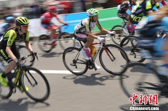 2019年環崇明島國際自盟女子公路世界巡回賽5月9日鳴槍發車 張亨偉 攝
