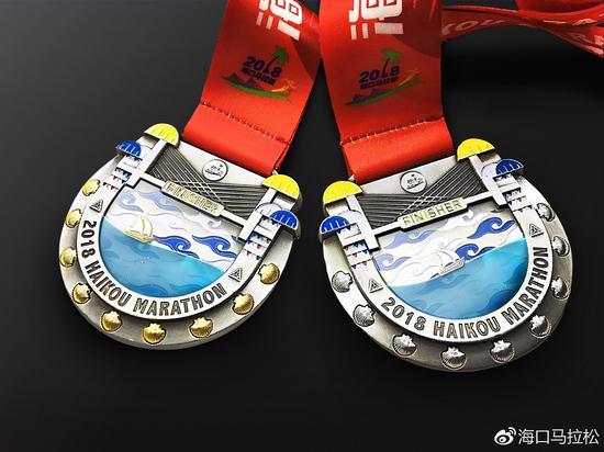 左图为2018海口马拉松全马奖牌