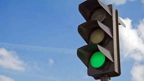 绿灯也会违章扣分?自驾如果不知道吃大亏