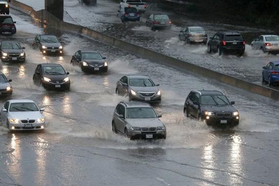 雨天行车怕危险 车内6个科技<em>装置</em>来帮你