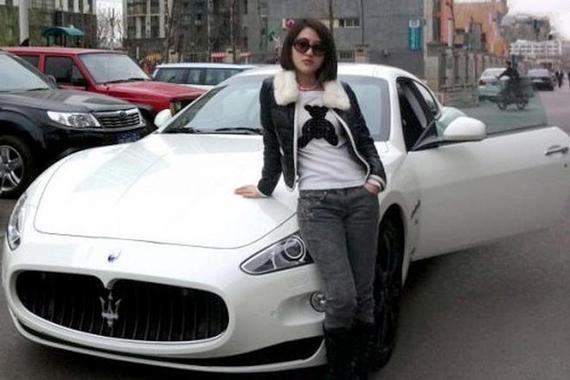 郭美美的外观 能不能配的上她的豪车?