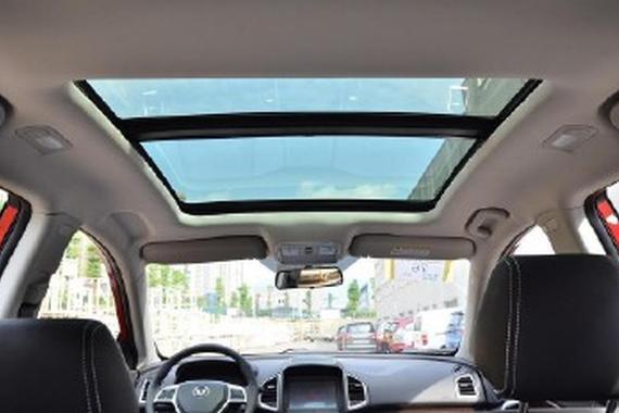 带<em>天窗</em>和不带<em>天窗</em>的汽车哪个更安全?