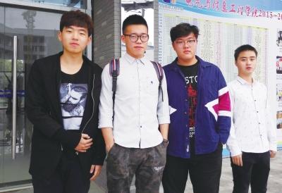 从左到右为:唐威、王泽宇、姜苏华、郭晓敏