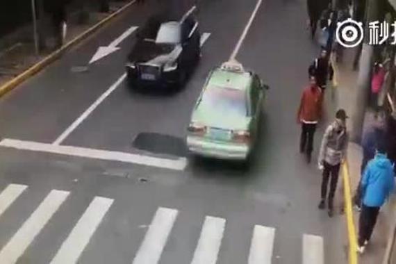 视频:监控记录男子碰瓷过程