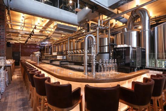 鹅岛精酿啤酒吧1楼-吧台区域