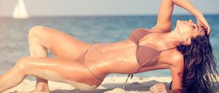 法尔考女友海滩漫步喷火写真