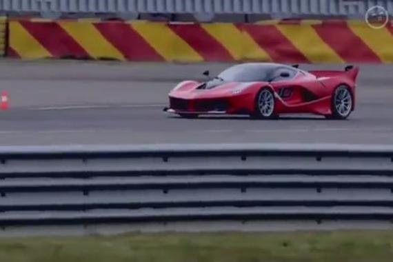 视频:F1世界冠军打方向盘有多么快, 这辆法拉利跑车告诉你!