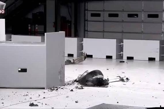 视频:沃尔沃XC90与奥迪Q7硬撞测试对比,看完你会选择谁