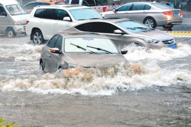 """暴雨天开车出行,五个""""预备动作""""必须做好"""