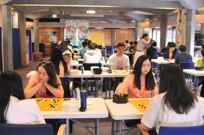 大学生赛场的女棋手们