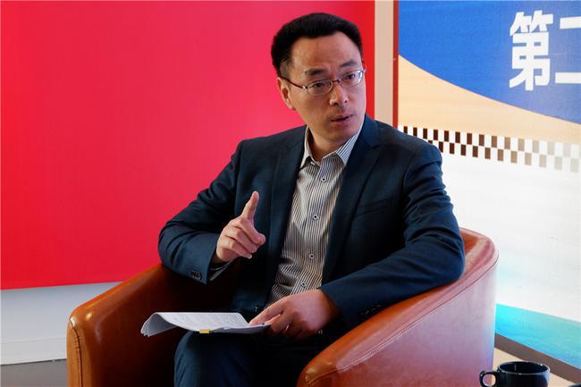 上海奉贤区海湾镇镇长接受采访