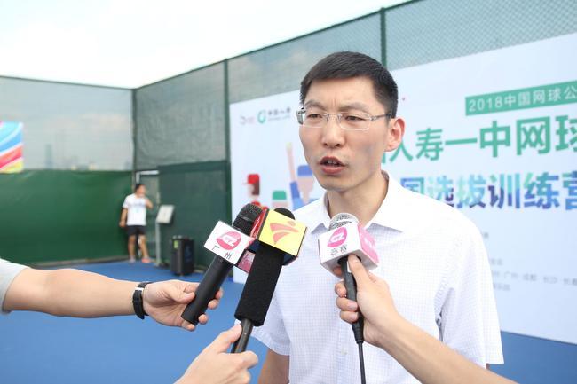 中国人寿广州市分公司党委委员、总经理助理许刚接受采访