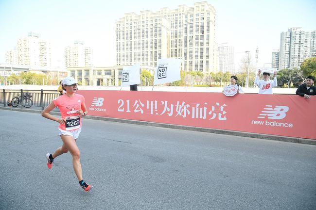 "New Balance""跑亮自己""2019上海国际女子半程马拉松赛"
