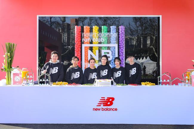 "New Balance""跑亮自己""2019上海国际女子半程马拉松赛 NBRC补给站"