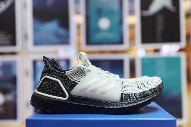 UltraBOOST 19 Parley跑鞋