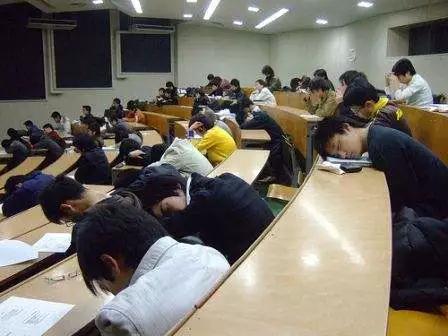 81名大学生抄袭作业被劝退 网友却建议取消这门课